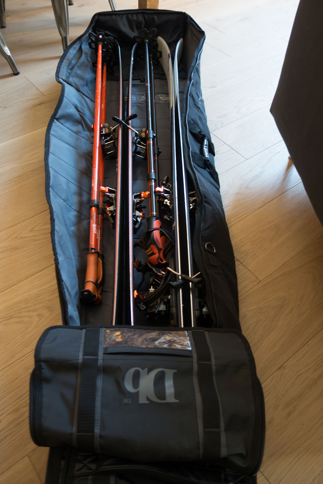 Loaded with 2 pairs of skis and poles.